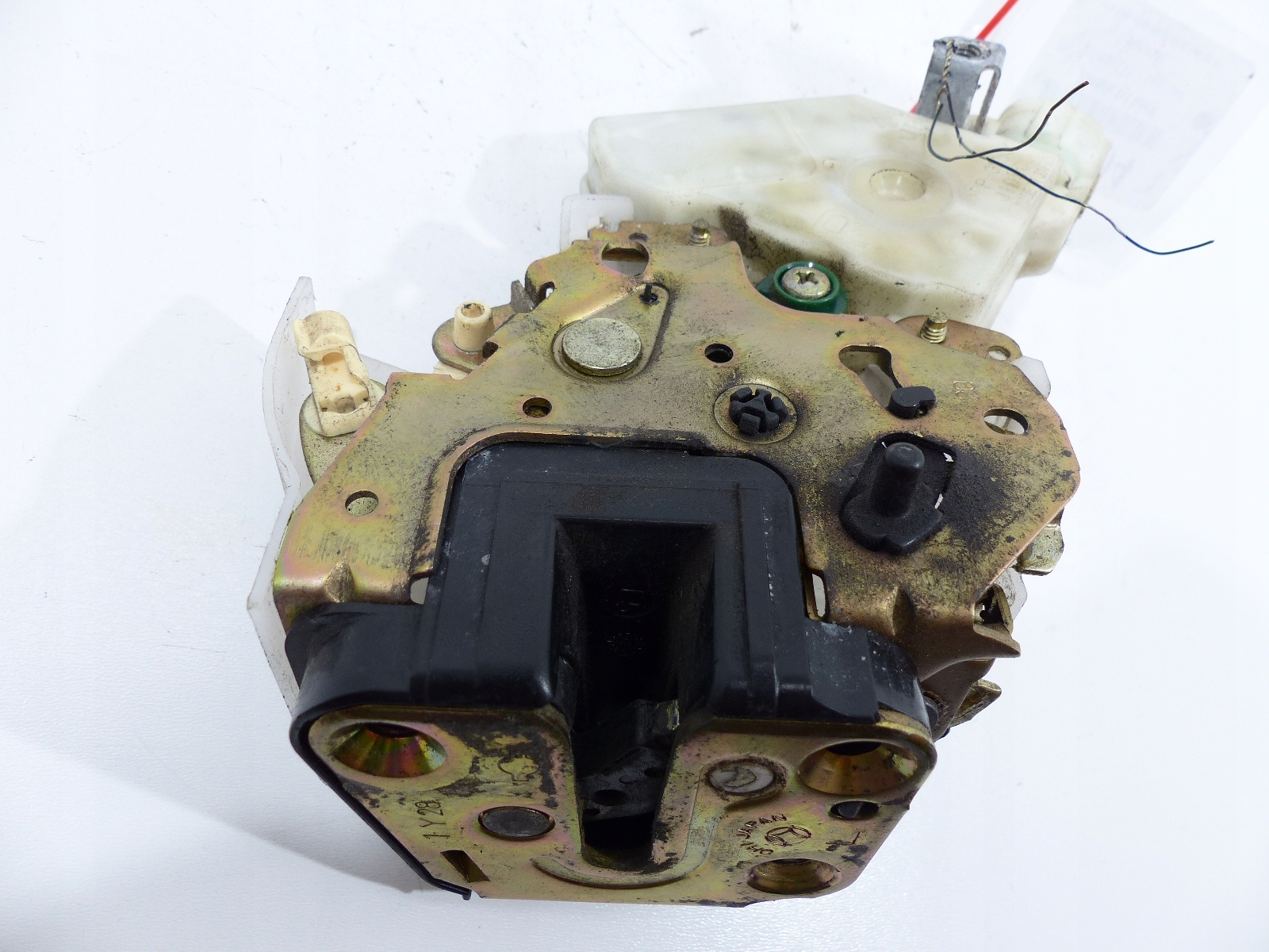 infiniti i35 02-04 замок сзади левый 2pin