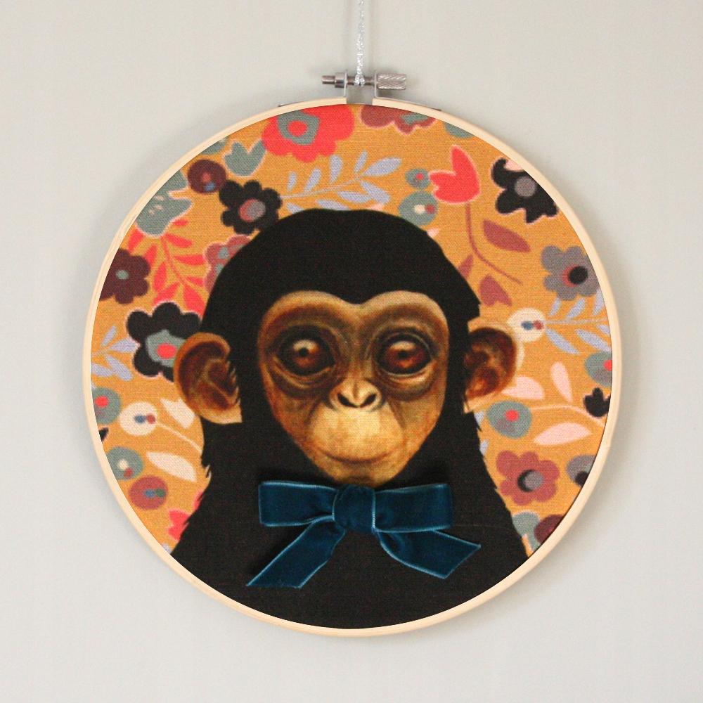 Prívesok retro opice s lukom vzor Dizajn