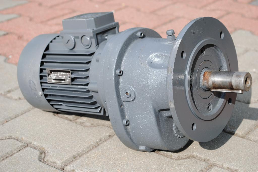 Golier Gearmotor 0.75KW. 62br./min .. fvat