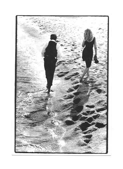Открытка - Романтическая прогулка по пляжу ... / фото