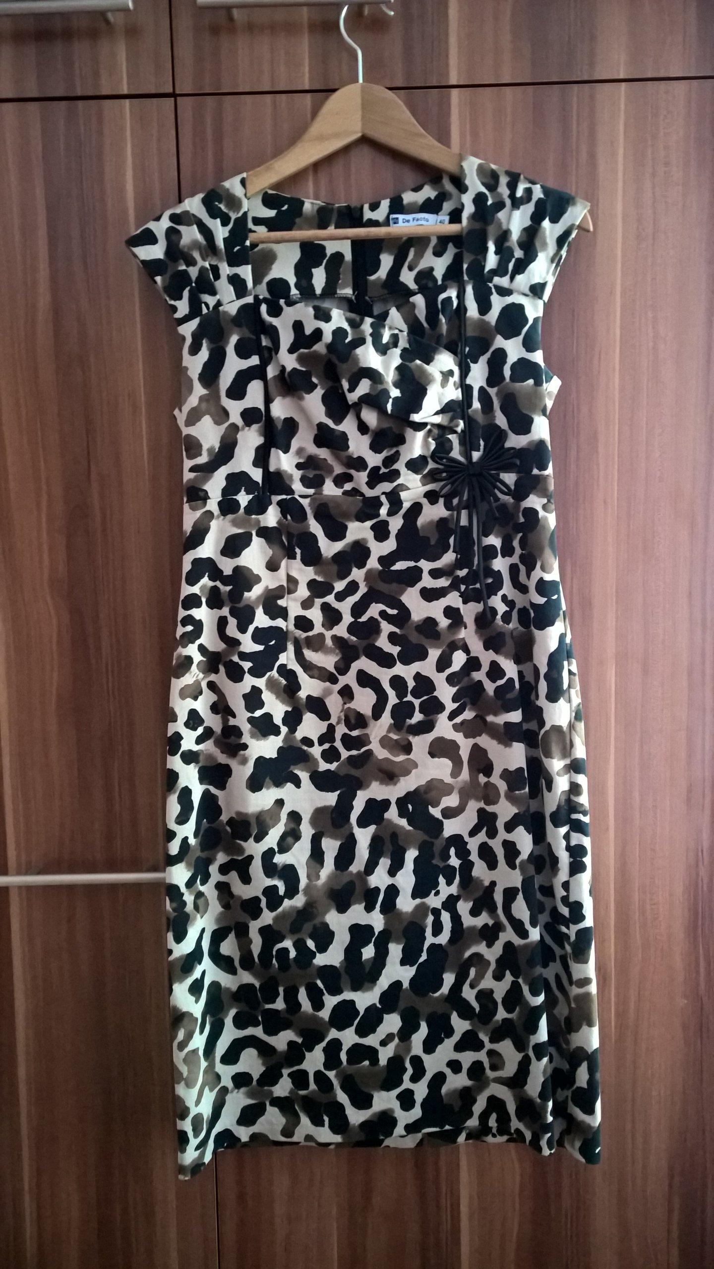73fcb3bf57 Sukienka wizytowa krótki rękaw panterka R40 dekolt - 7353532668 ...