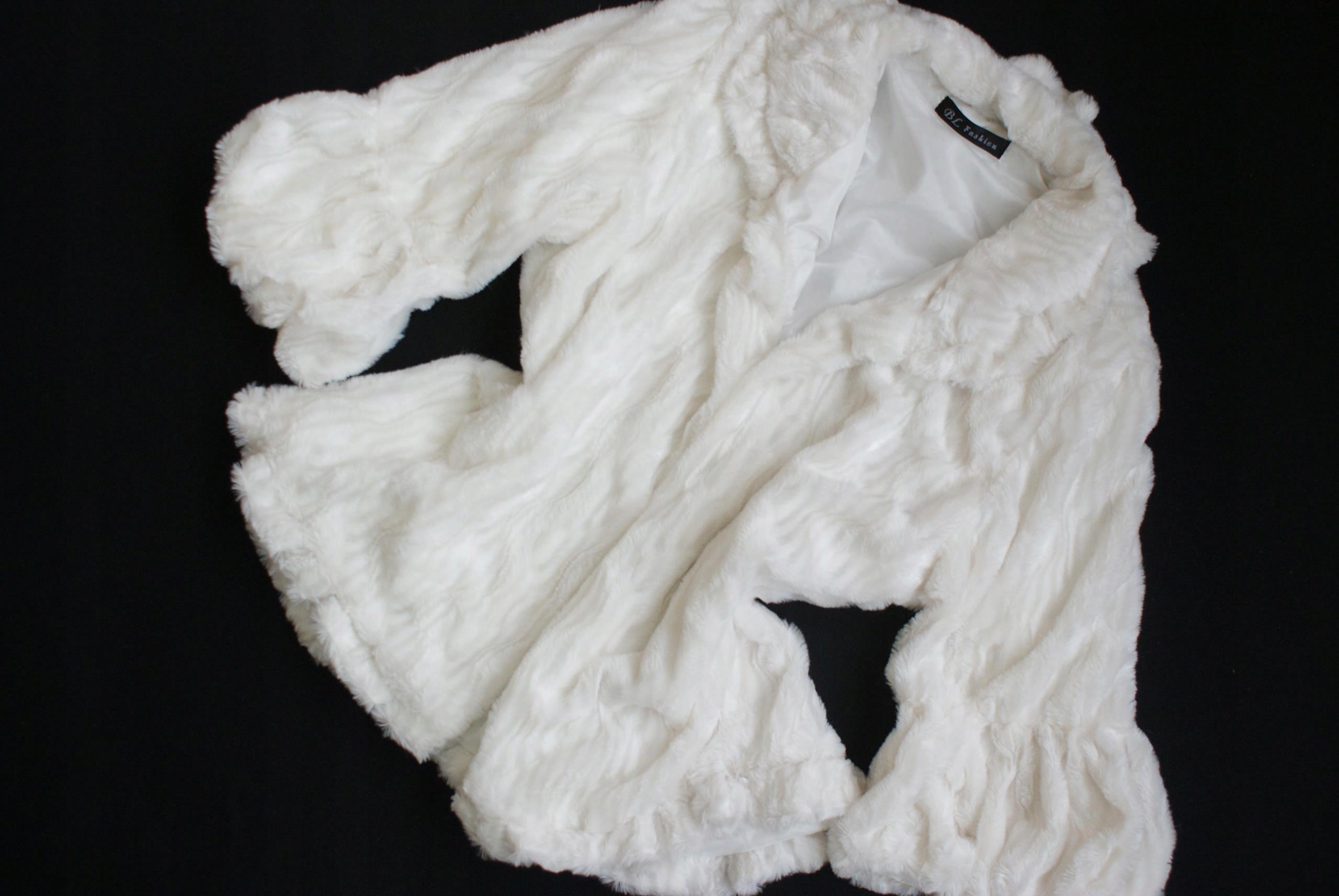 1311J24 BL FASHION białe NARZUTKA futerkowa 42