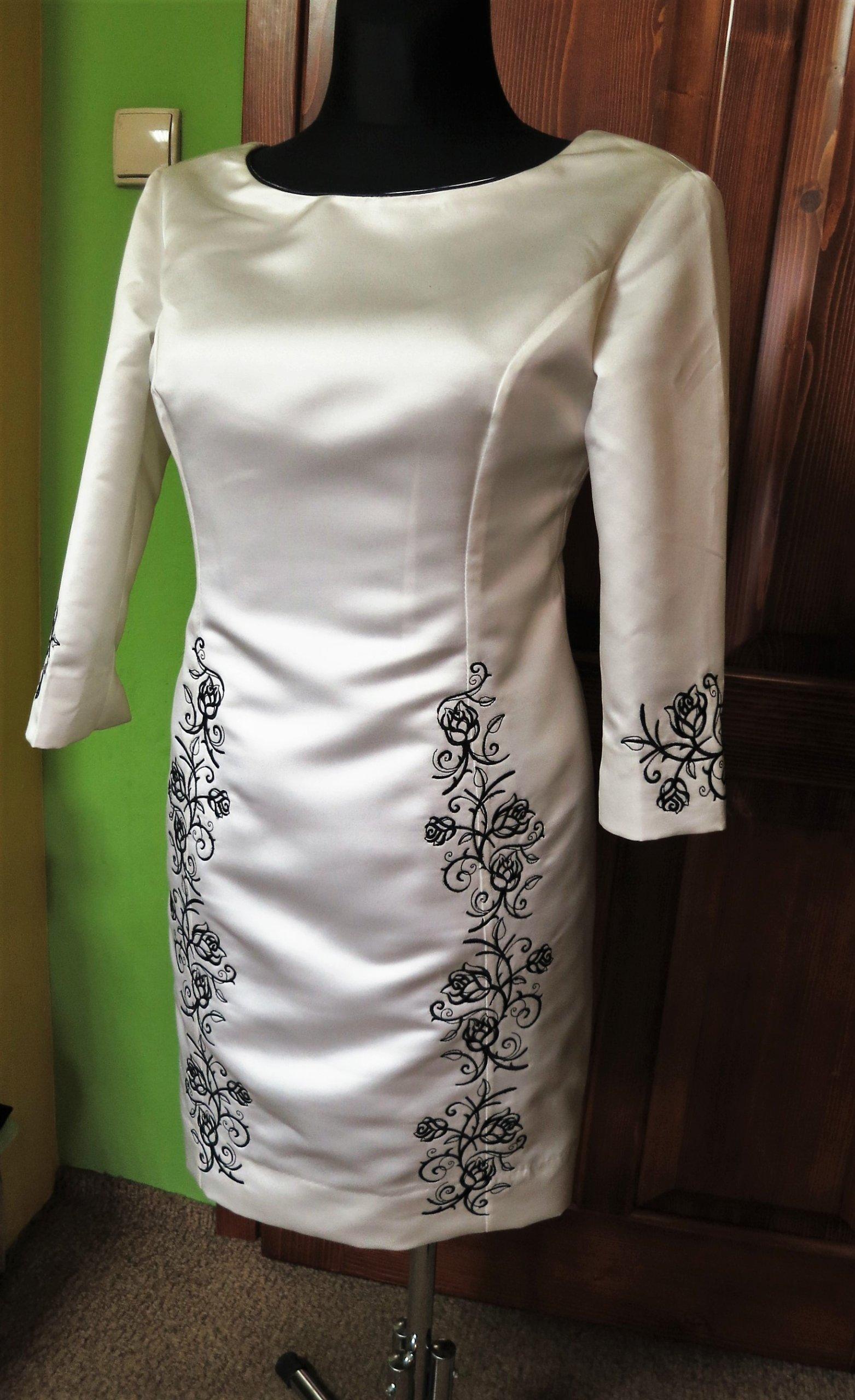 321aa4f968 SUKIENKA rozmiar 38 biała  ecru z haftem w róże - 6843031855 ...