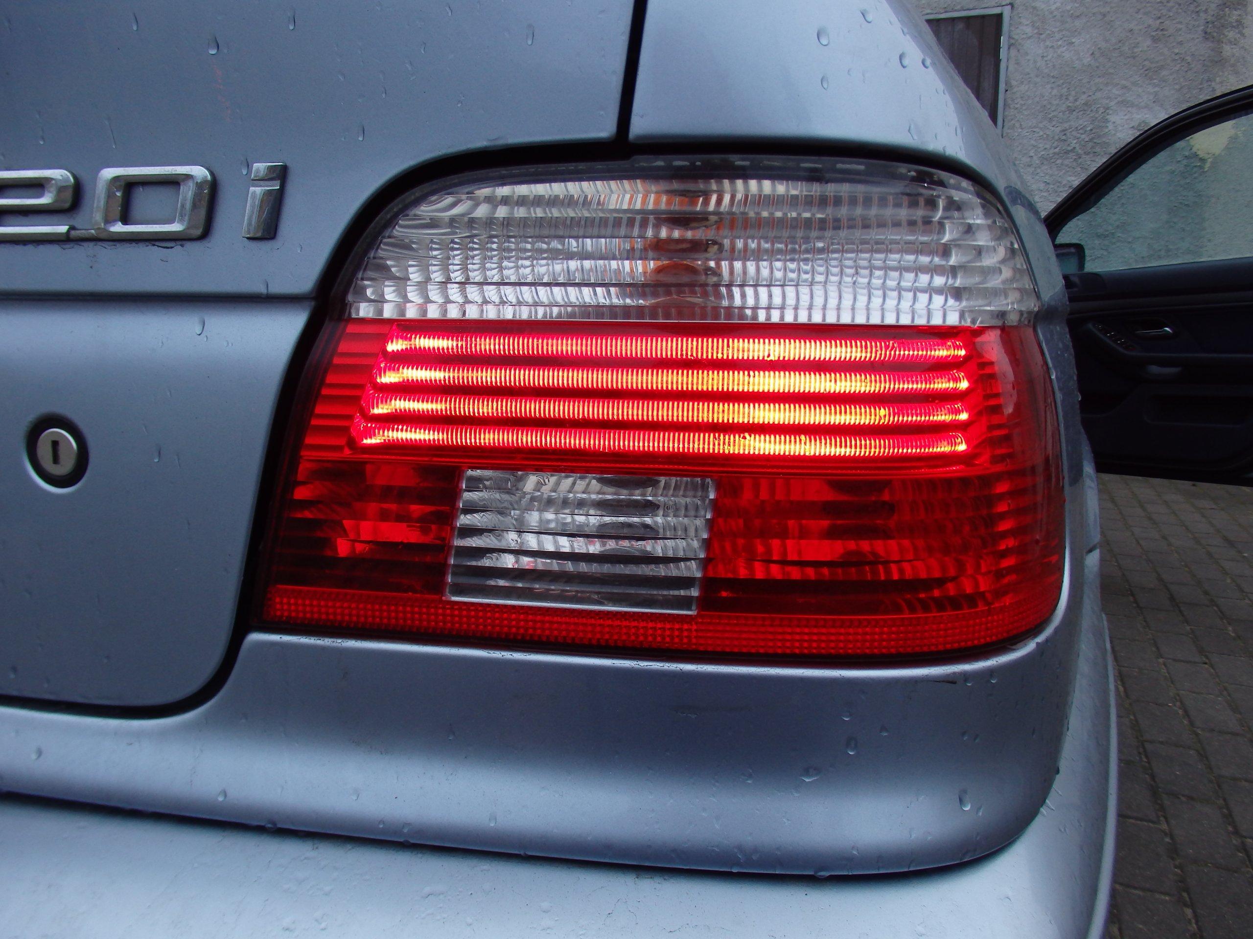 Bmw E39 Lift Sedan Lampa Prawy Tył Tylna Hella 7042782548