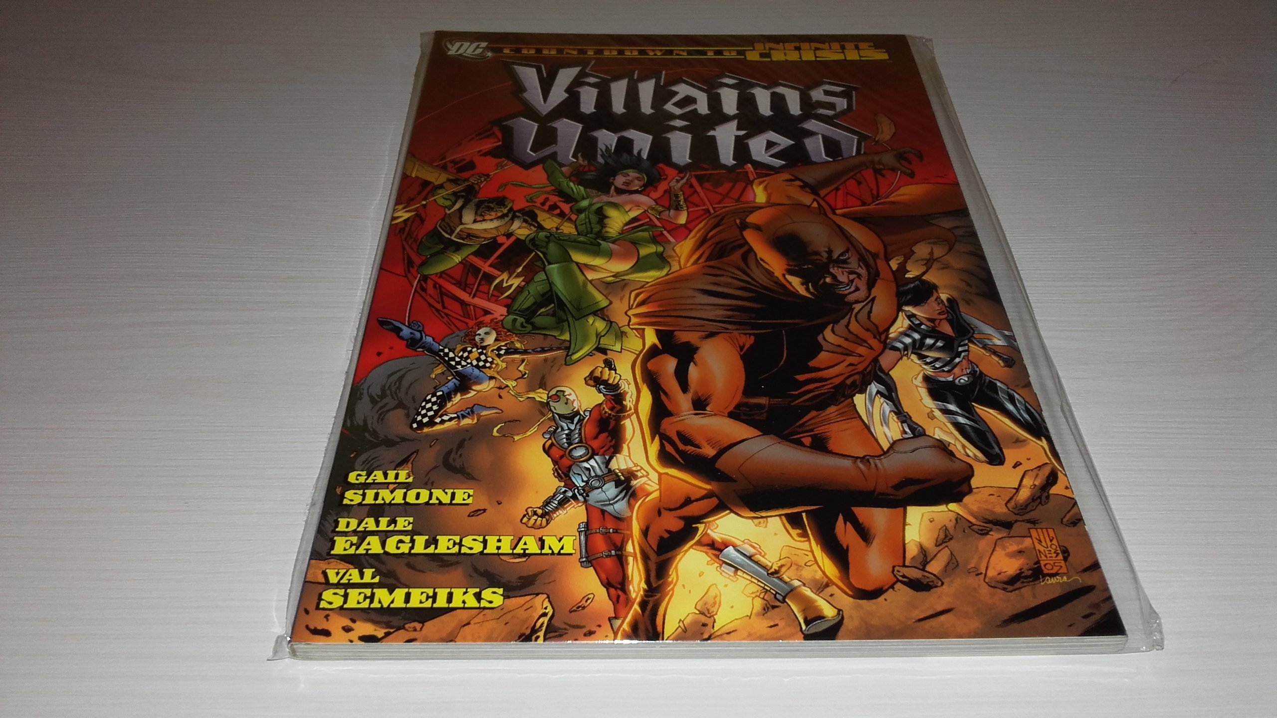 Infinite Crisis: Villains United TP. Johns, Rucka