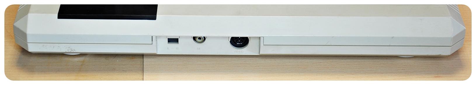 konsola COMMODORE C 64GS - ładny komplet ! - 7369307703