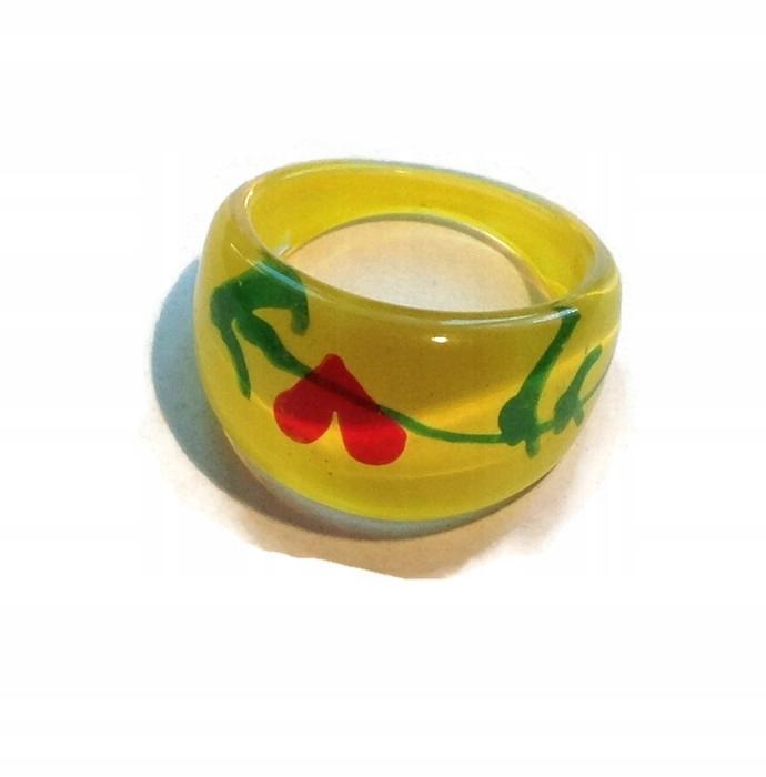 3dcbf6581b37e6 Piękny plastikowy żółty pierścionek - 7501110893 - oficjalne ...
