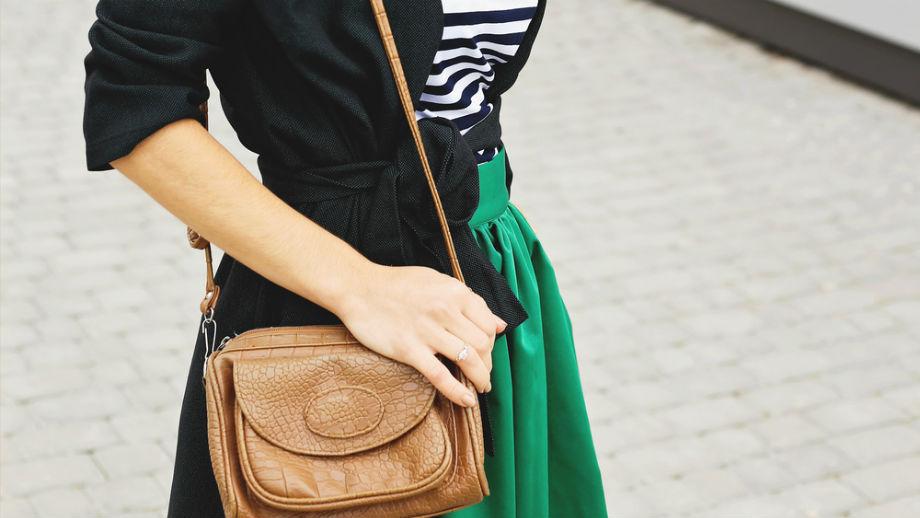 Spódnica z kontrafałdą – model doskonały dla kobiety w każdym wieku