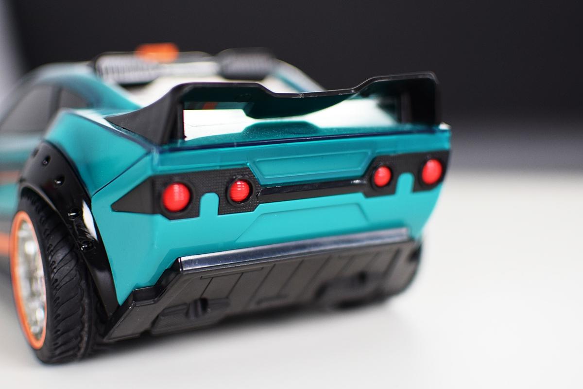 Obrázok 9 Pohľad z rôznych strán na Hyper Racer