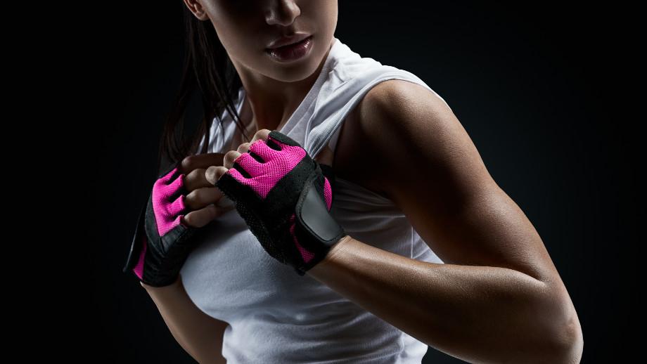 Rękawiczki sportowe: z palcami czy bez?