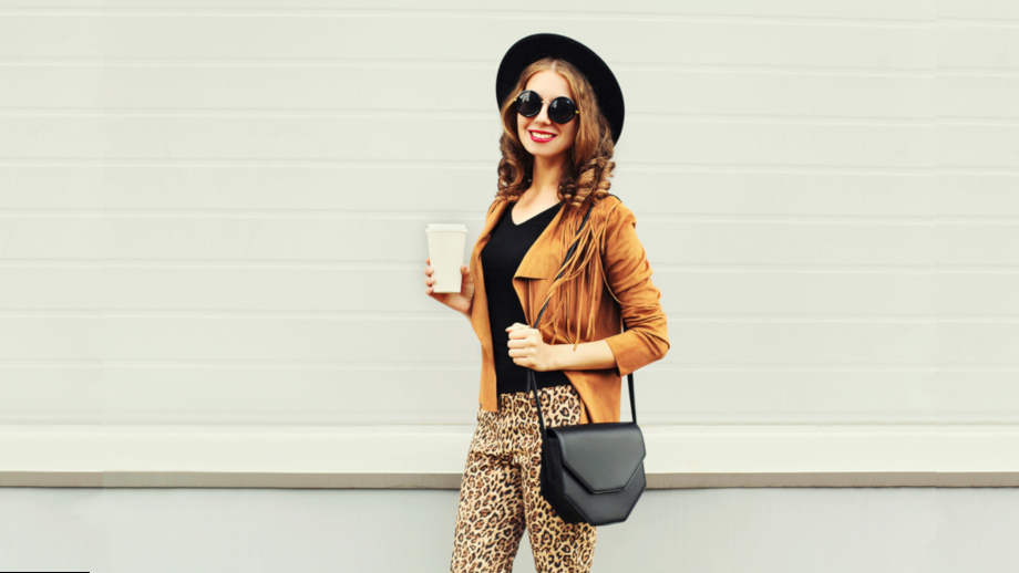 Hot trend z wybiegów – zwierzęce wzory w jesiennej garderobie. Trzy propozycje stylizacji