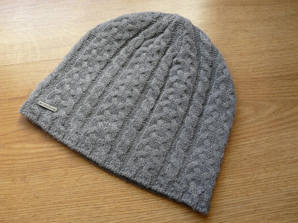 szara czapka Calvin Klein