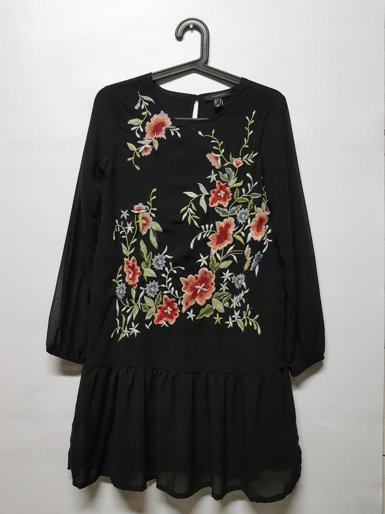 Koktajlowa sukienka z haftem czarna DLA PUSZYSTYCH