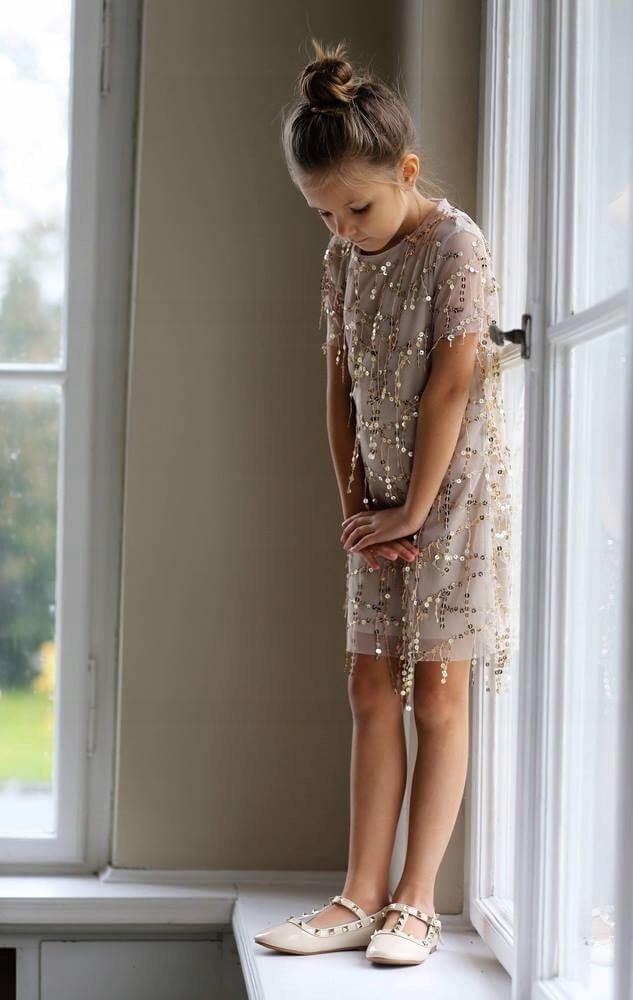 zara kids sukienka kremowo złota nitka 122