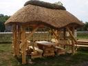 Altana ogrodowa kryta strzechą, altanka drewniana