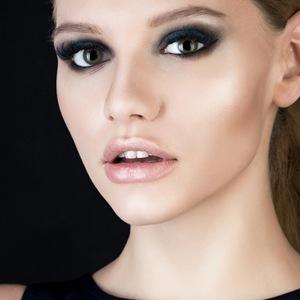 Makijaż Z Instagrama Oko W Czerwieniach I Różach Allegropl