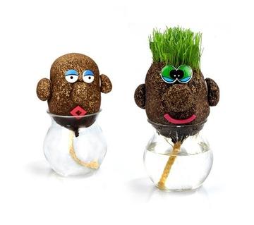 Pán Grass s hlavou, zostrihajte mu na hlave trávu