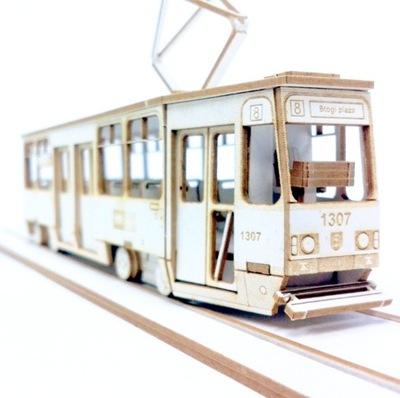 Model z tektury - Tramwaj Konstal 105Na skala 1:72