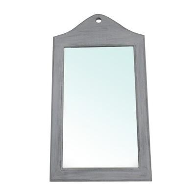 зеркало в раме деревянной.