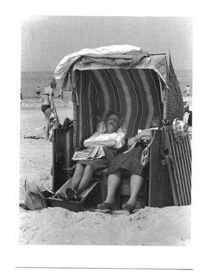 Открытка - Море, пляж и ... блаженное летний ...сон.
