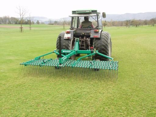 Maszyna do pielęgnacji boisk, pól golfowych trawy