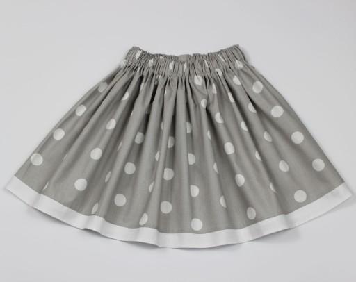 Rozkloszowana spódnica, modna spódniczka w grochy